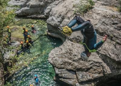 Plongeon depuis les hauteurs du canyon de Miraval